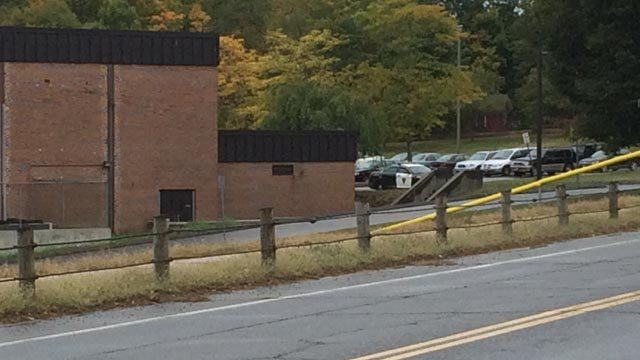 'Suspicious white powder' prompts lockdown at Thomaston High (WFSB)