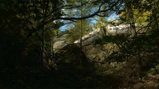 Amtrak train expected to stop in CT derails in Vermont (CBS News)