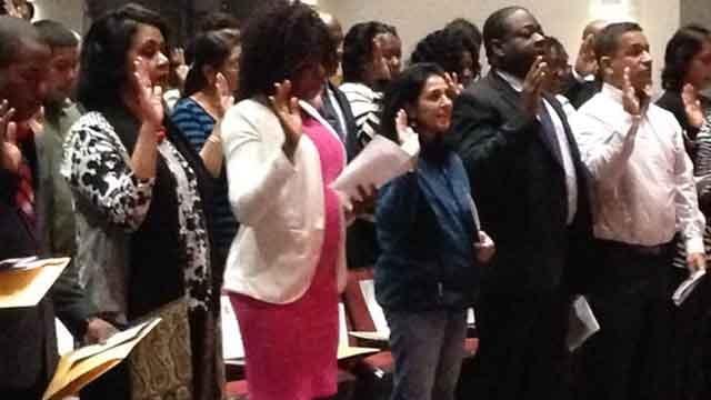 100 new U.S. citizens take oath of allegiance in Connecticut (WFSB)