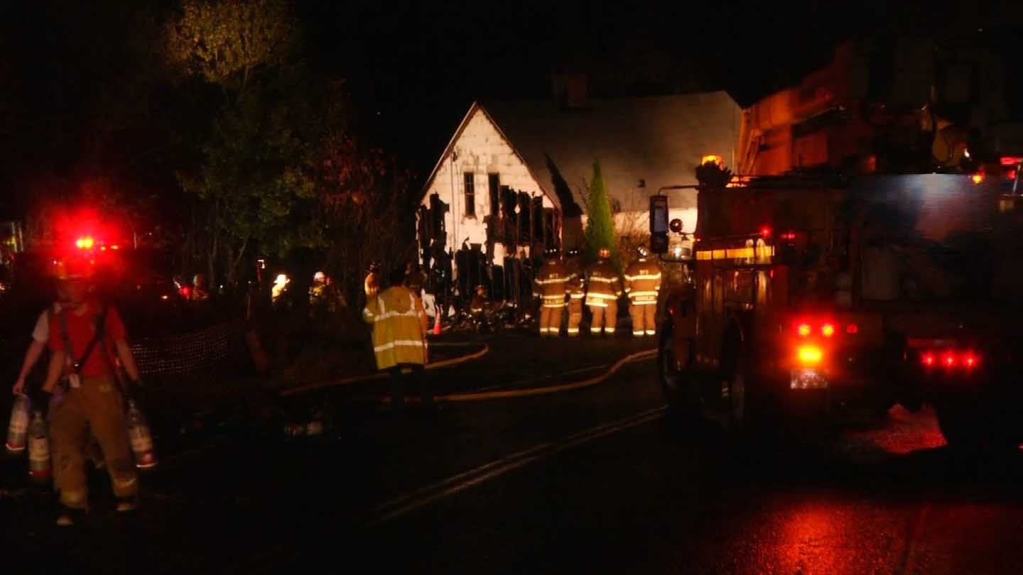 Crews shut down Boyd Street in Winsted to battle a fire at a vacant home. (WFSB photo)