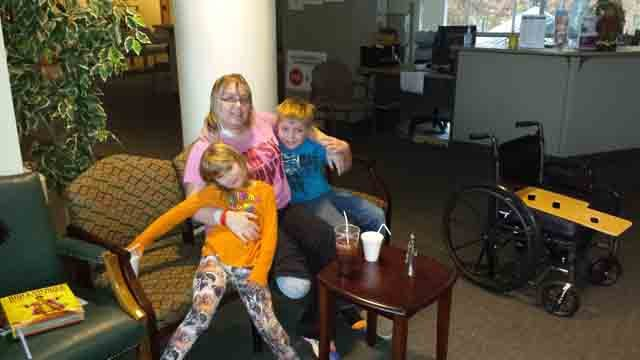 Kim Hardy and her two children. (WFSB photo)