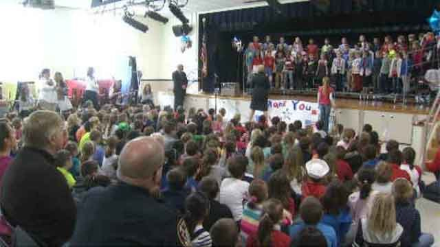 CT students serve up show for veterans  (WFSB)