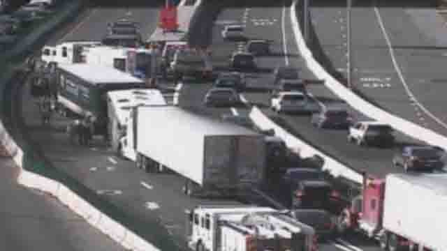 Tractor trailer crash causing delays on I-95 (WFSB)