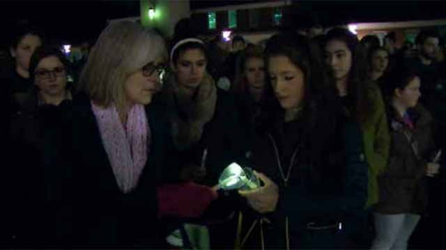 Quinnipiac students gather to remember victims of Paris attacks (WFSB)