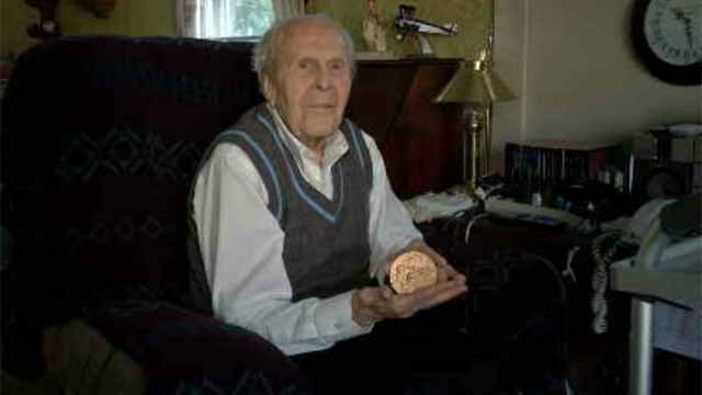 101-year-old West Hartford man awarded Congressional Gold Medal. (WFSB)