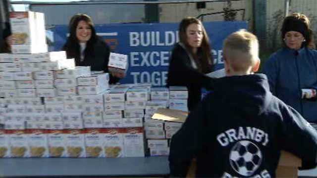 Volunteers in East Hartford package up Thanksgiving meals for the needy (WFSB)