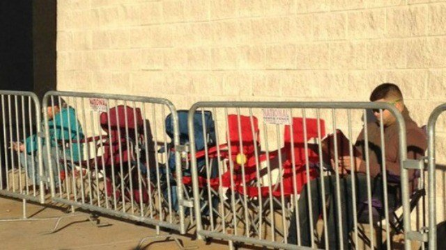 There were some early risers at the Best Buy in Meriden on Thanksgiving morning. (WFSB)