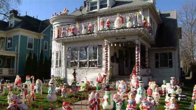 Woman's holiday decorations damaged in New Britain (WFSB)