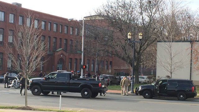 Possible swatting prompts heavy police presence, building evacuation in Hartford (WFSB)