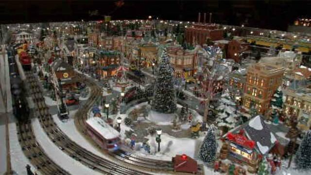 Glastonbury man's train display captures holiday spirit (WFSB)