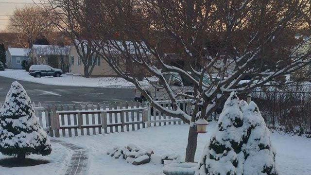 Snow in Groton Monday morning. (Dorthy Jones/iWitness photo)