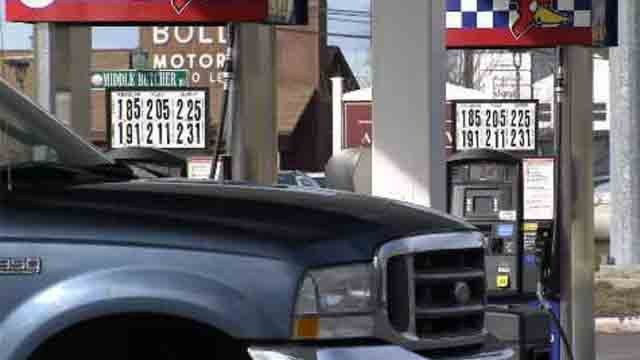 Drivers continue to see the savings at the gas pump (WFSB)