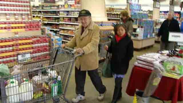 Liberty Bank Channel 3 SurPRIZE Squad pays for groceries (WFSB)
