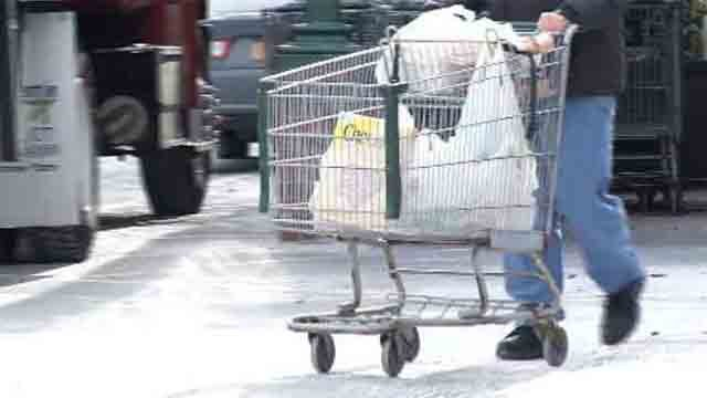 Customers react to grocery store chain's 'open carry' rule (WFSB)