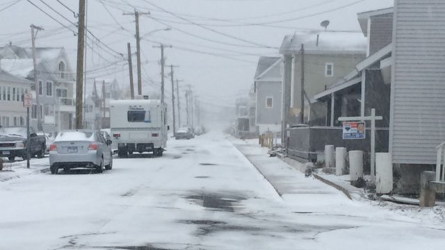 Snow began accumulating quickly in Milford Saturday morning. (WFSB photo)