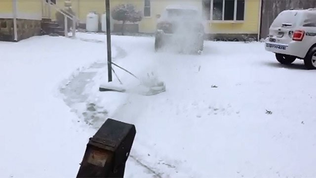 More than 200,000 Americans are injured each year while trying to remove snow andat least27,000 were injured using snow blowers or throwers, according to the U.S. Consumer Product Safety Commission.