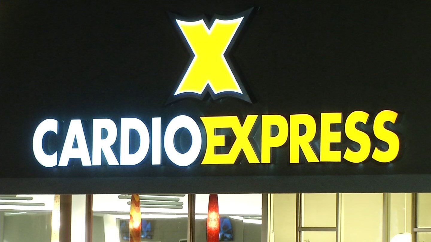 Sign at Cardio Express in Southington stated men were not allowed inside the building. (WFSB)