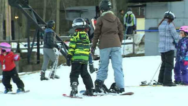 Skiers hit the slopes on a warm Sunday (WFSB)