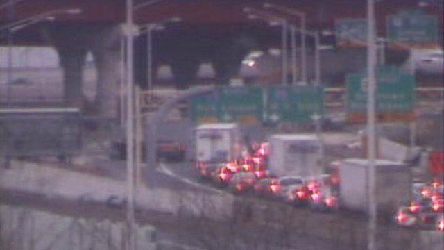 Traffic snarled on I-91 south in New Haven. (DOT photo)