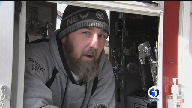New Haven food truck owner explains issues with running a food truck in the bitter cold. (WFS)