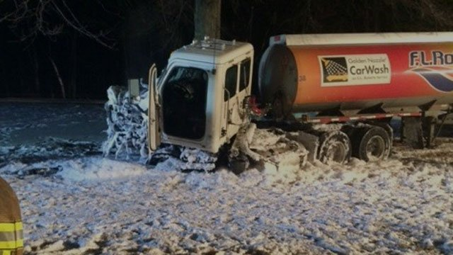 Crash closes Route 8 in Litchfield. (jh54 ct)