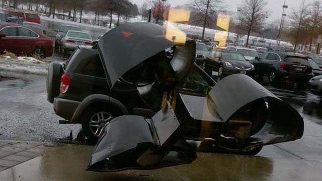 A Westfarms spokesperson said a mother and her two children were in the SUV at the time of impact. (iwitness)